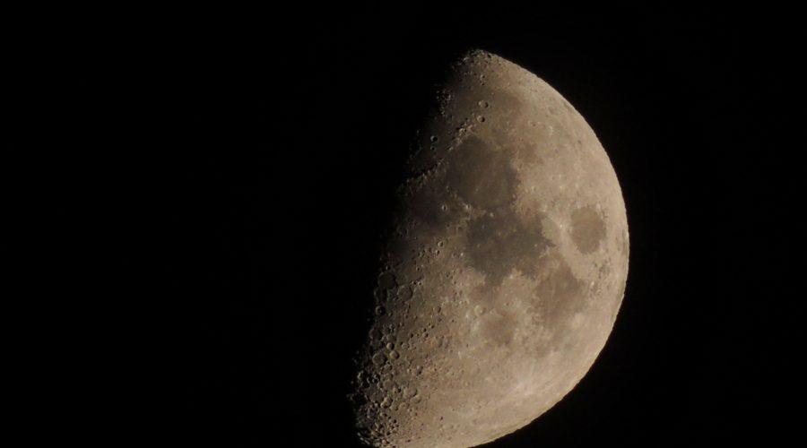 Потрясающая луна